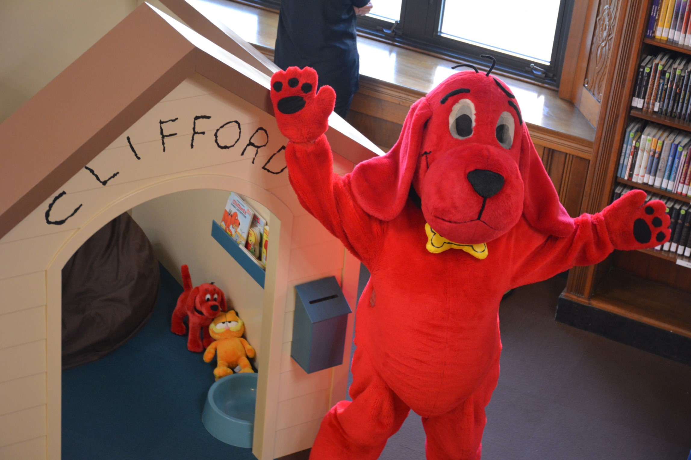 big-clifford-doghouse